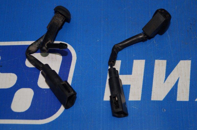 Форсунка омывателя лобового стекла Ford Focus 1 1.6 DURATEC ROCAM 2004 (б/у)