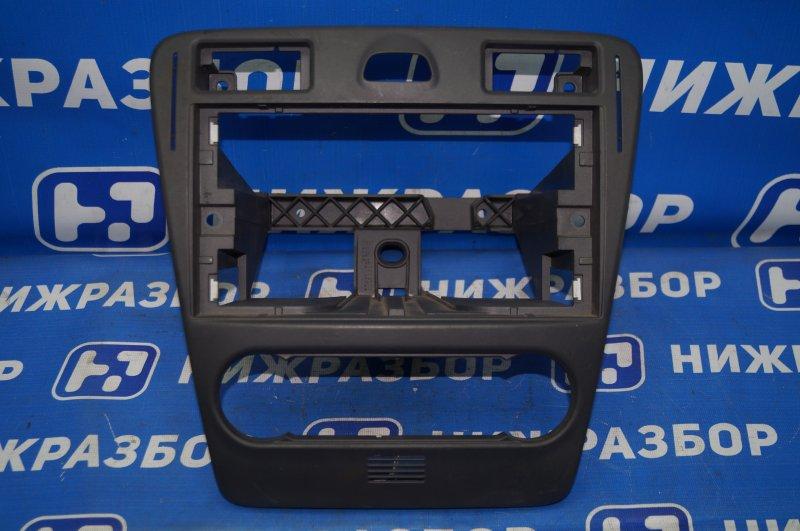 Рамка магнитолы Ford Fusion 2002 (б/у)