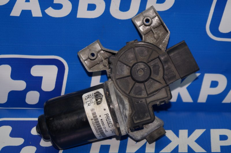 Моторчик стеклоочистителя Land Rover Discovery 3 L319 2.7 TDI (276DT) 2008 передний (б/у)
