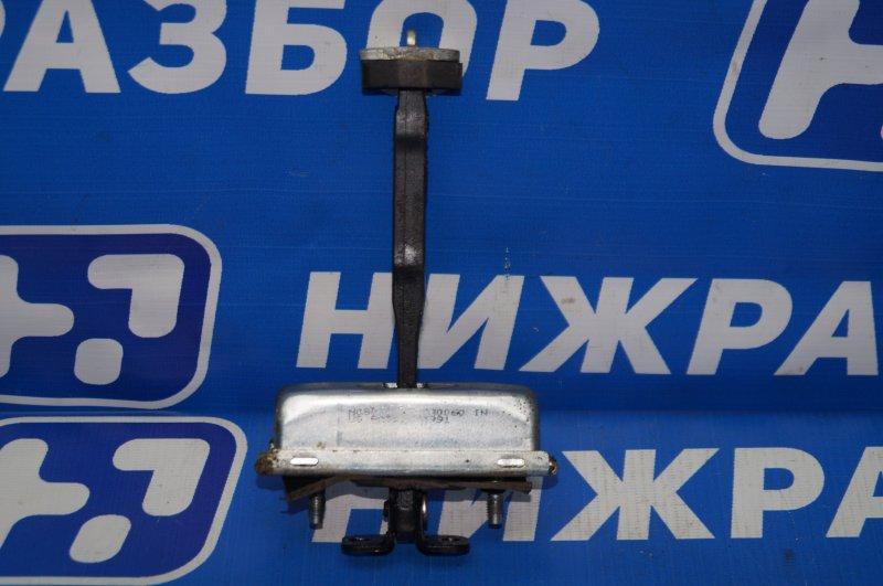 Ограничитель двери Land Rover Discovery 3 L319 2.7 TDI (276DT) 2008 задний левый (б/у)