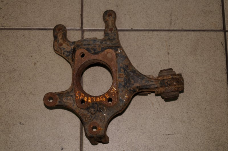 Кулак поворотный Kia Sportage 3 SL 2010 задний правый (б/у)