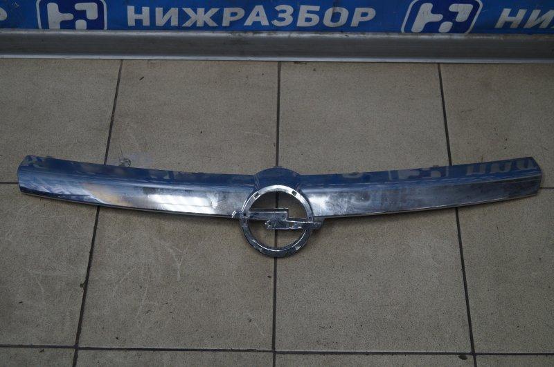 Накладка на решетку радиатора Opel Astra H 2004 (б/у)