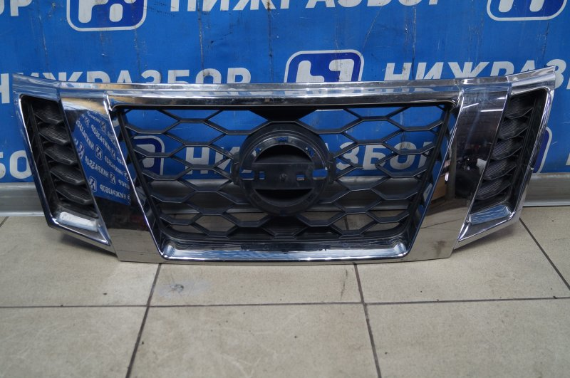 Решетка радиатора Nissan Terrano 3 D10 2014> (б/у)
