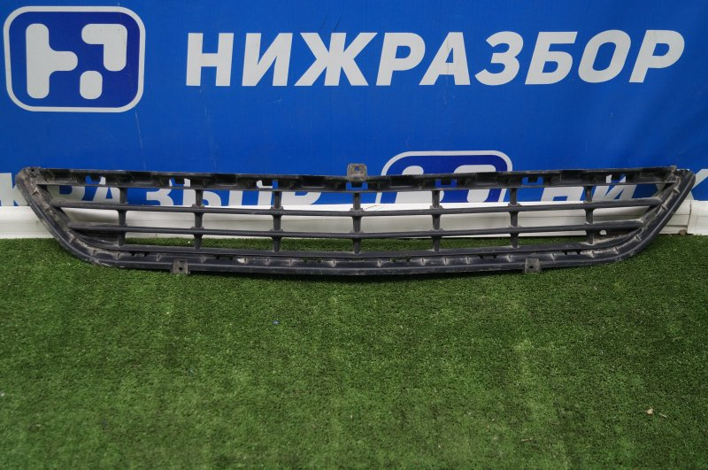 Решетка в бампер Opel Mokka 2012 передняя (б/у)