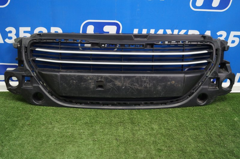 Решетка в бампер Peugeot 301 2013> передняя (б/у)