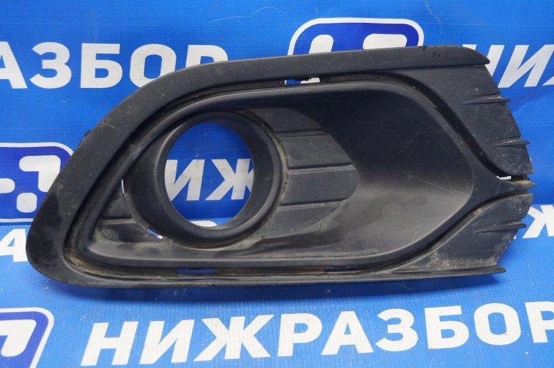 Решетка в бампер Renault Logan 2 2013 передняя правая (б/у)