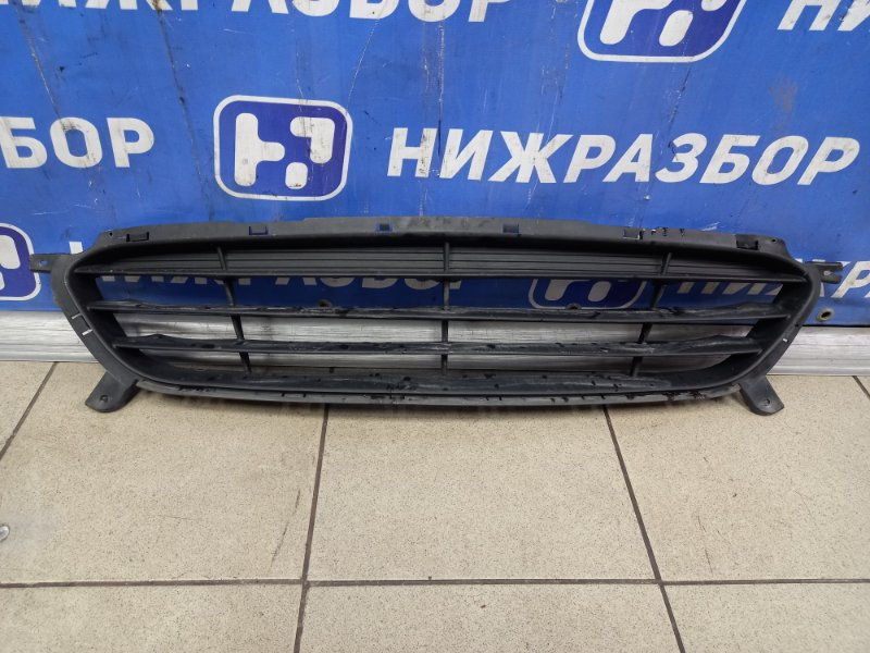 Решетка в бампер Hyundai Solaris 1 2010 передняя (б/у)