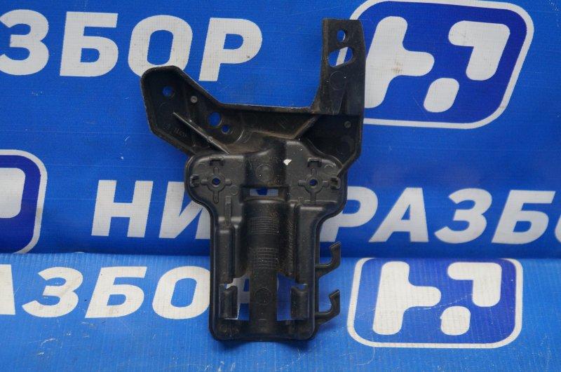 Кронштейн форсунки Renault Megane 3 2009> правый (б/у)
