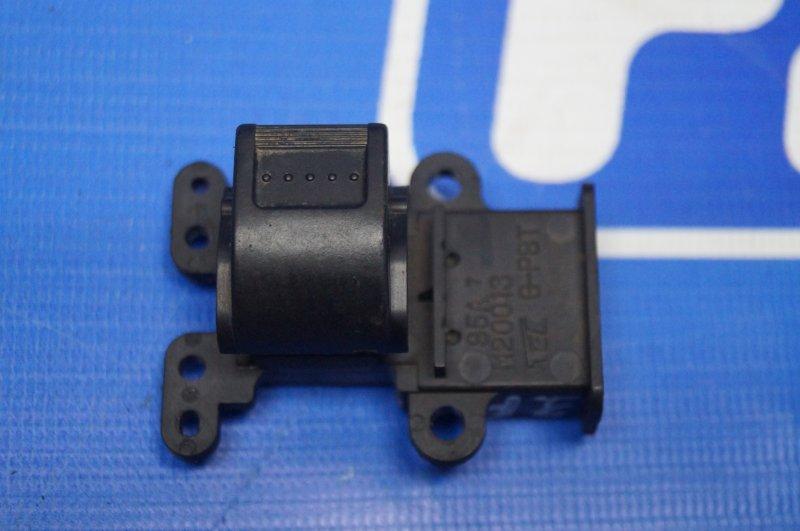 Кнопка стеклоподъемника Honda Cr-V 2 2.0 (K20A4) 1007182 2002 задняя правая (б/у)