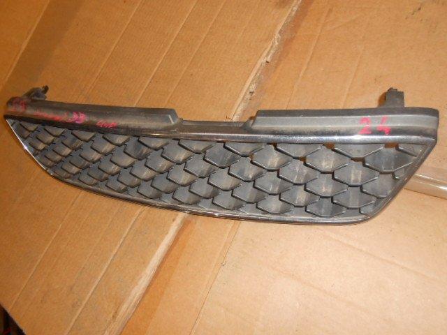 Решетка радиатора Nissan Laurel HC35