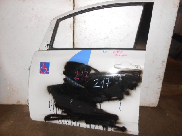 Дверь Toyota Ractis SCP100 передняя левая