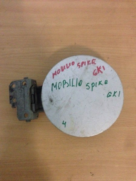 Лючок бензобака Honda Mobilio Spike