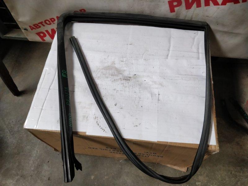 Уплотнитель стекла Hino Profia FD передний правый