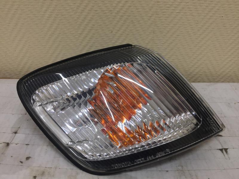 Габарит Toyota Ipsum SXM10 правый