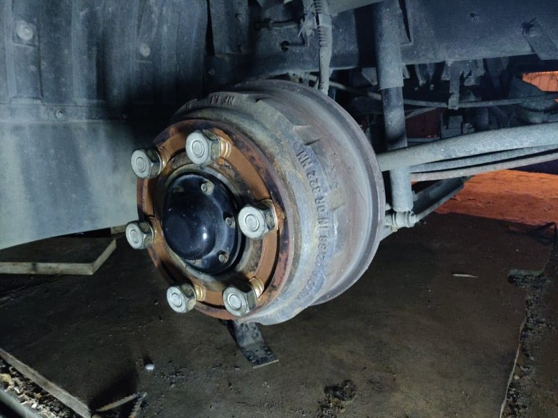 Амортизатор Nissan Diesel MK36A J07E передний