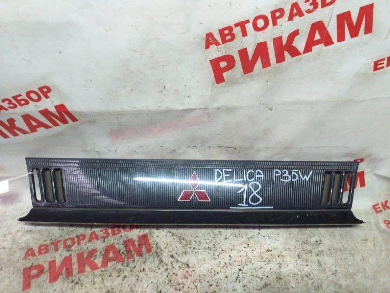 Решетка радиатора Mitsubishi Delica P35W