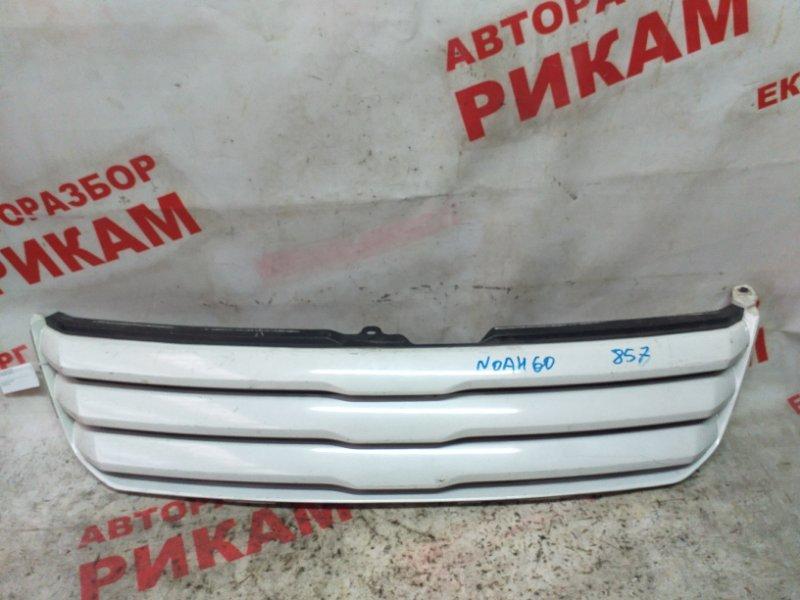 Решетка радиатора Toyota Noah AZR60