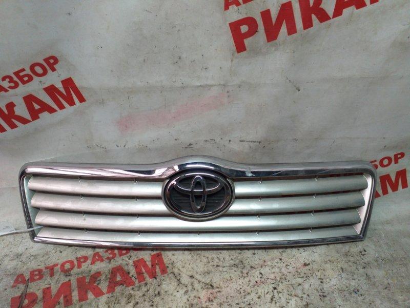 Решетка радиатора Toyota Avensis AZT250