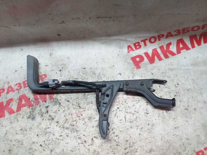 Центральная планка телевизора Toyota Avensis AZT250 1AZ-FSE передняя