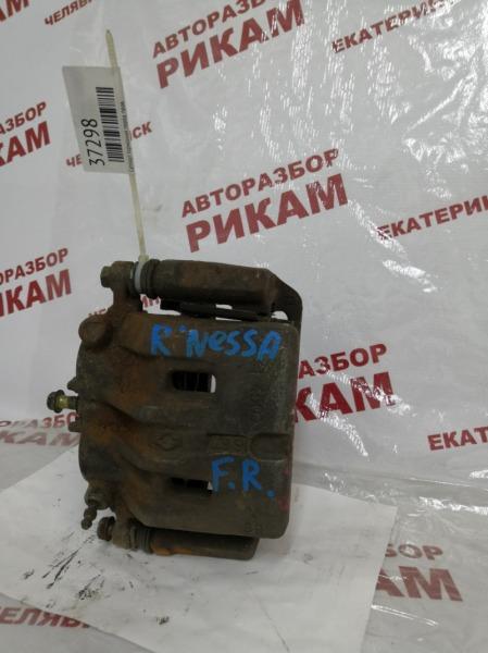 Суппорт тормозной Nissan R'nessa N30 передний правый