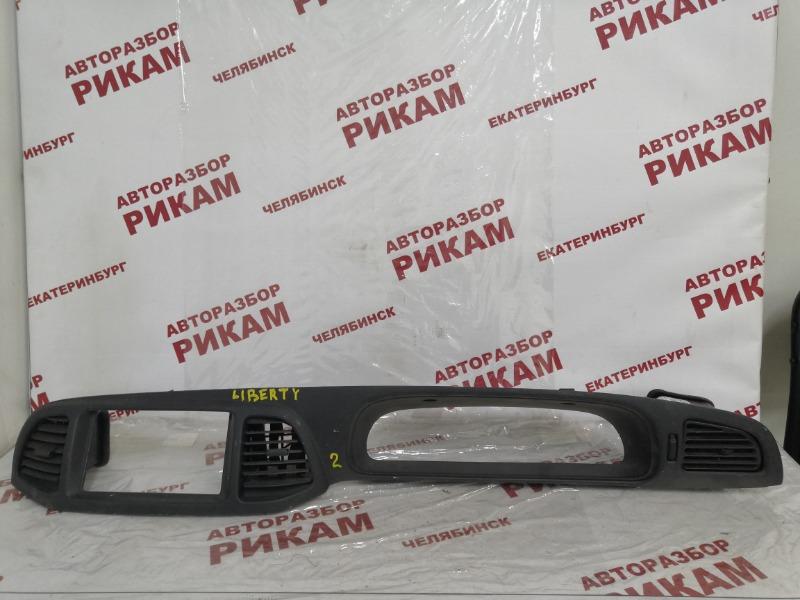 Облицовочная панель Nissan Liberty PNM12