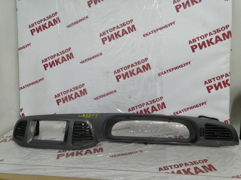 Облицовочная панель Nissan Liberty PNM12 передняя левая