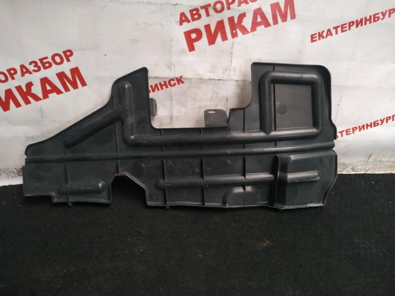 Дефлектор радиатора Toyota Avensis AZT250 1AZ-FSE правый