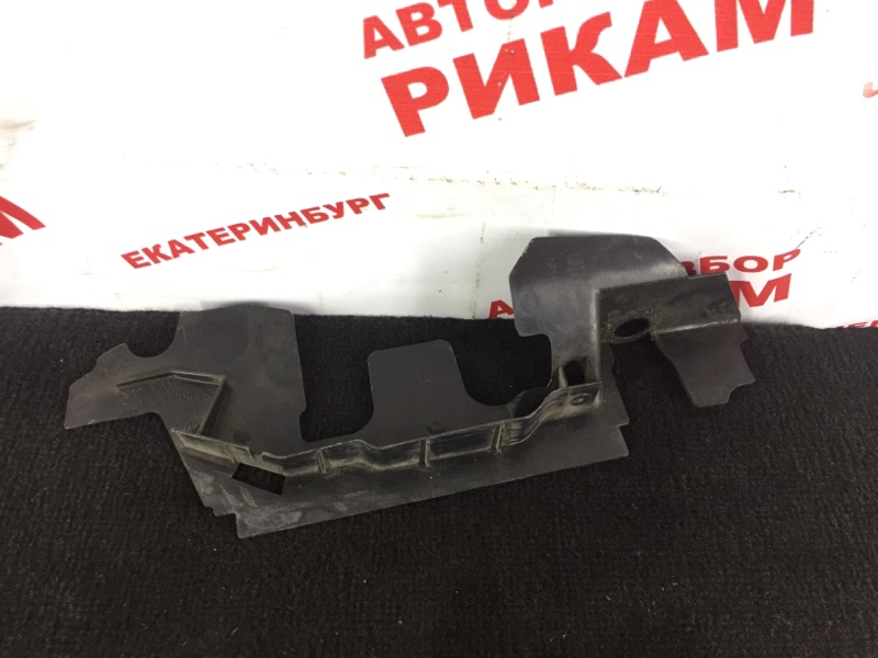 Дефлектор радиатора Volkswagen Caddy передний правый