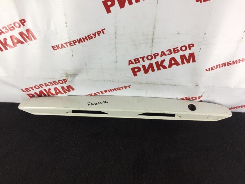 Накладка крышки багажника Mazda 323