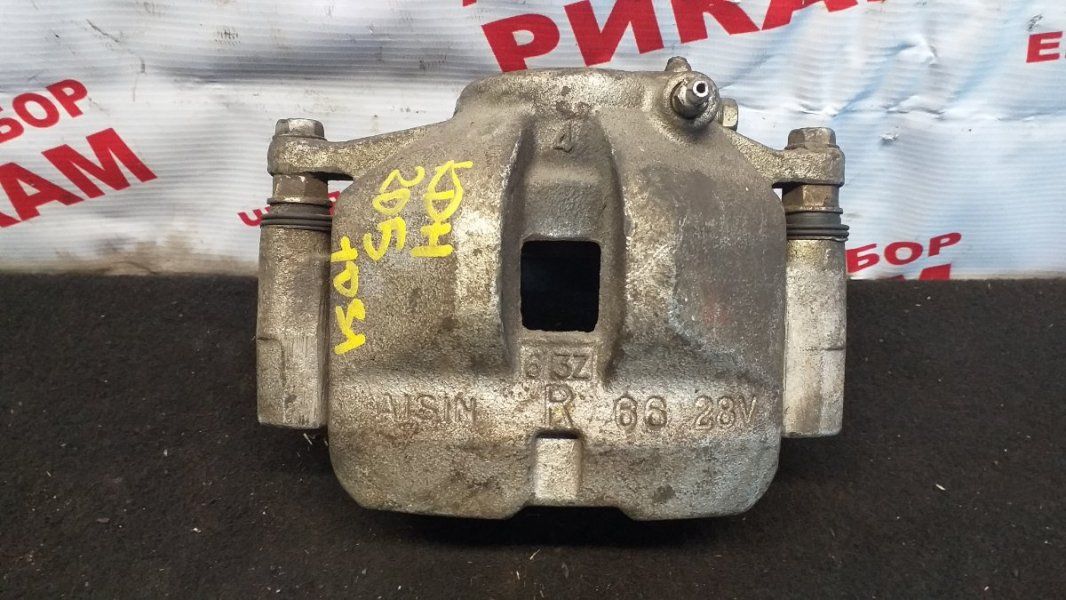Суппорт тормозной Toyota Hiace KDH205 передний правый
