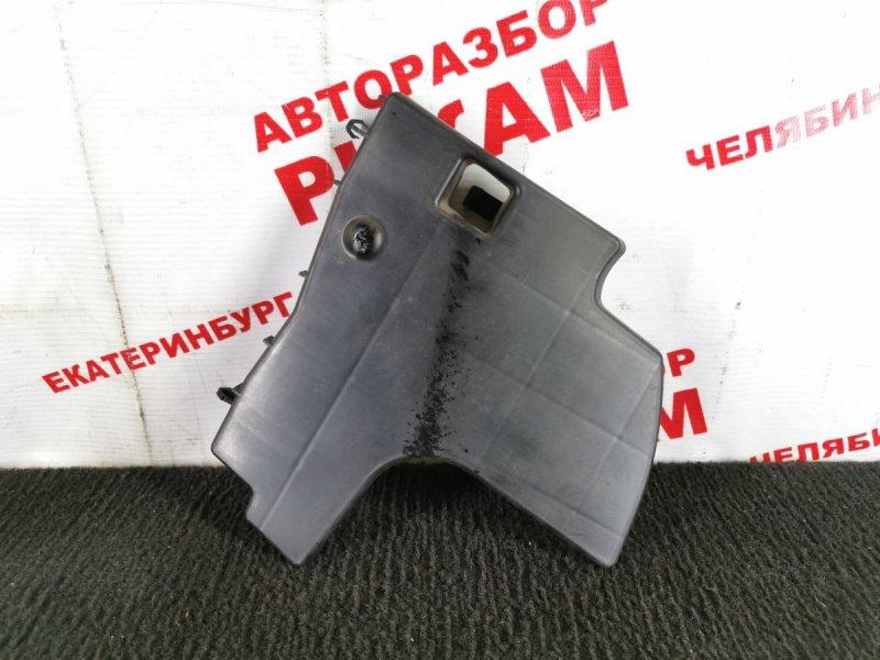 Дефлектор радиатора Toyota Auris ZRE152 2ZR-FE 2010 передний левый