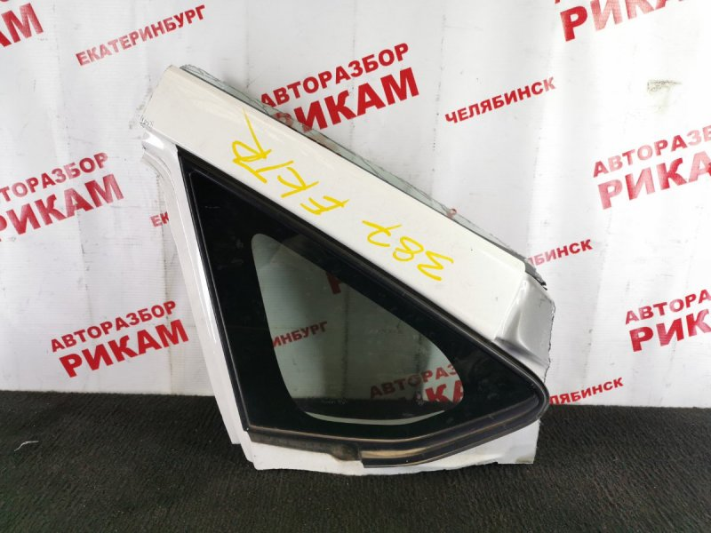 Стекло боковое Toyota Auris ZRE152 2ZR-FE 2010 переднее правое