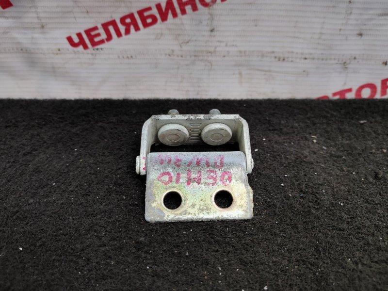 Петля багажника Mazda Demio DW3W