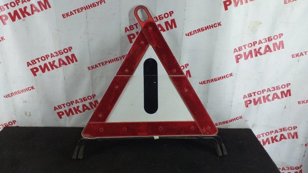 Знак аварийной остановки Mercedes-Benz