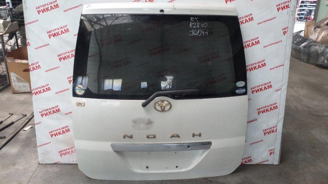 Дверь багажника Toyota Noah AZR60