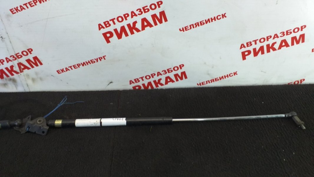 Амортизатор двери багажника Mitsubishi Lancer Cedia CS5W левый