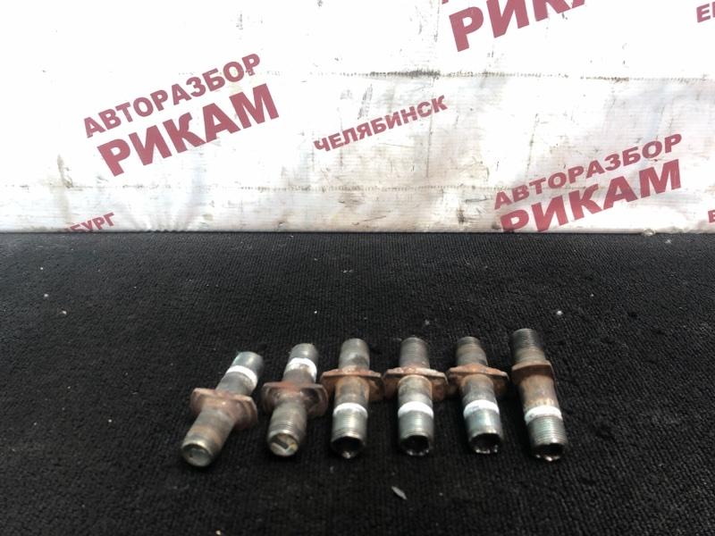 Шпилька колесная Nissan Diesel MK25A FE6 задняя левая