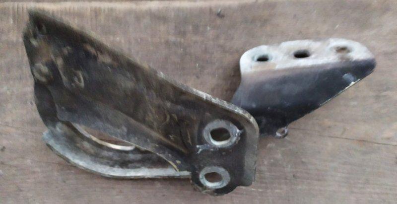 Петля капота Ford Focus 3 2011-2014 1.6L 2012 правая (б/у)