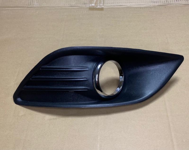 Рамка противотуманки (окантовка птф) Ford Focus 2 2008-2011 передняя правая