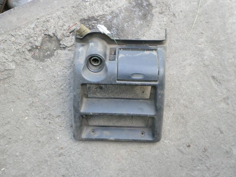 Консоль магнитофона Isuzu Bighorn UBS69 (б/у)