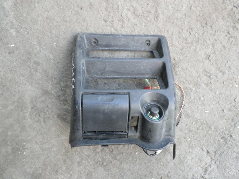 Консоль магнитофона Isuzu Bighorn UBS73GW (б/у)