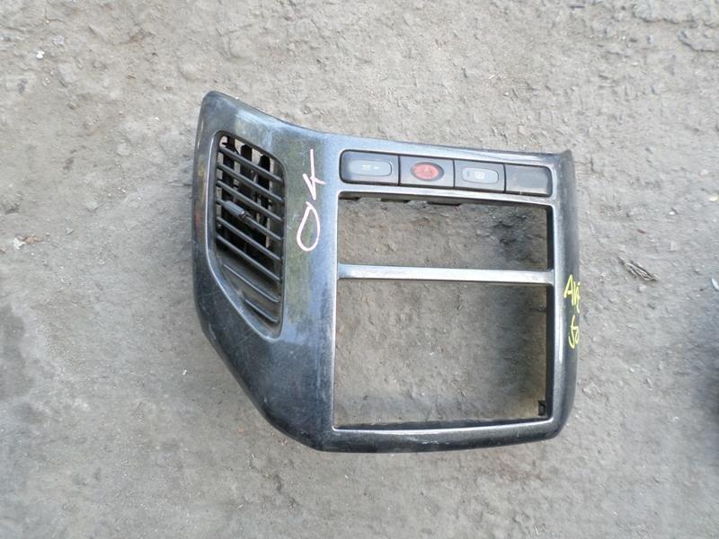 Консоль магнитофона Nissan Elgrand AVE50 (б/у)