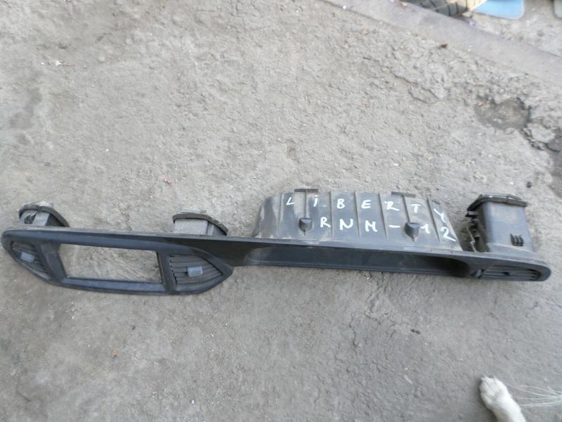 Консоль магнитофона Nissan Liberty RNM12 (б/у)