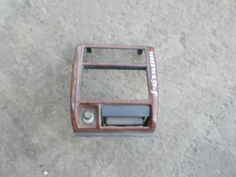 Консоль магнитофона Nissan Presage U30 (б/у)