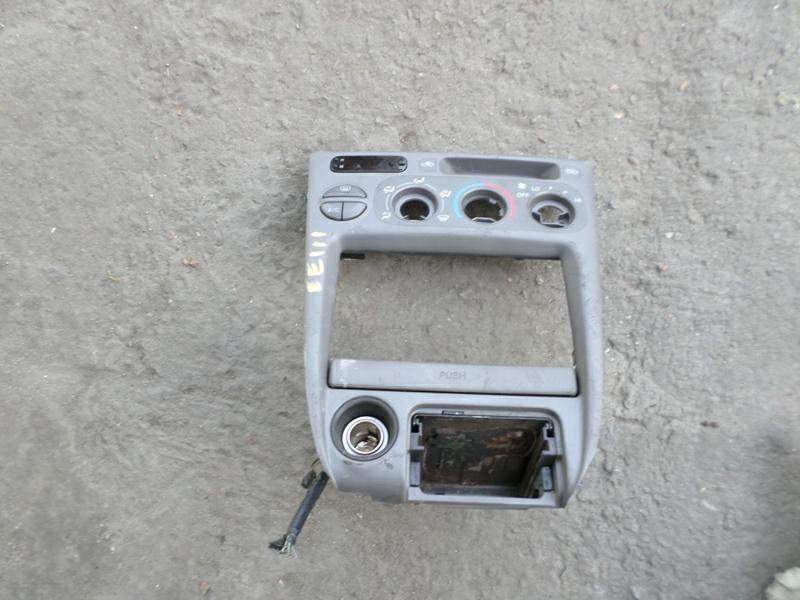 Консоль магнитофона Toyota Corolla EE111 (б/у)