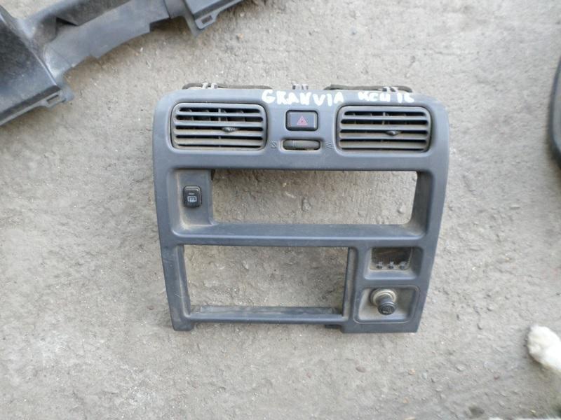 Консоль магнитофона Toyota Granvia KCH16 (б/у)