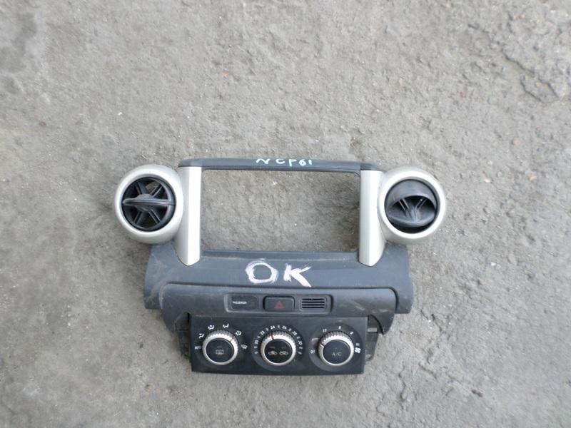 Консоль магнитофона Toyota Ist NCP61 (б/у)