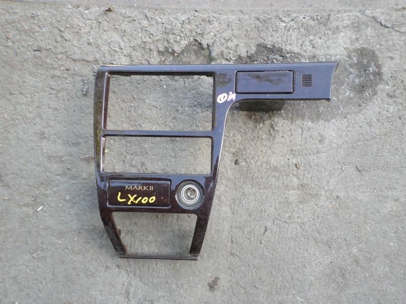 Консоль магнитофона Toyota Mark Ii LX100 (б/у)