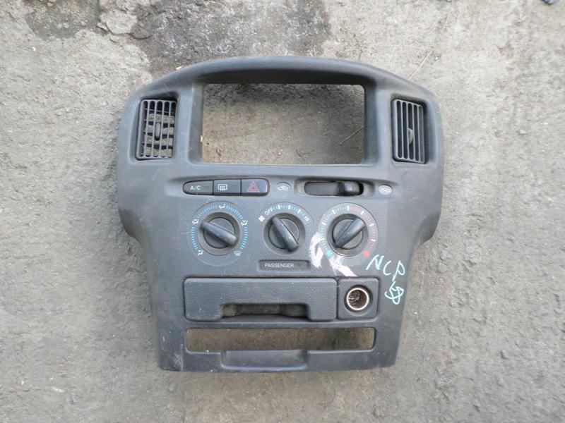 Консоль магнитофона Toyota Probox NCP58 (б/у)