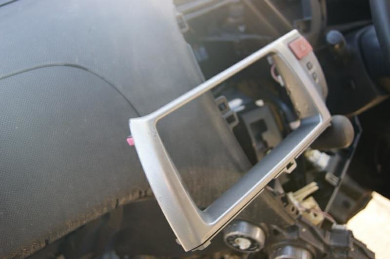 Консоль магнитофона Toyota Ractis NCP100 1NZFE (б/у)